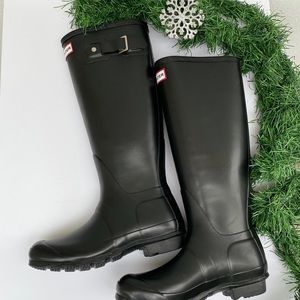 HUNTER black matte finish boots